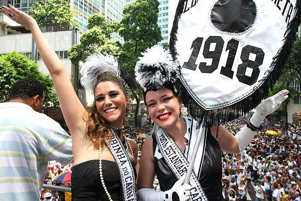Muitos foliões curtem o carnaval em blocos (Foto: Veja/Abril)