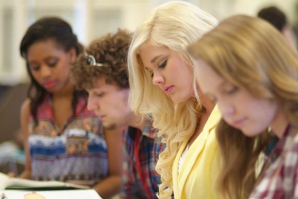 Os estudantes interessados podem se inscrever pela internet. (Foto Ilustrativa)