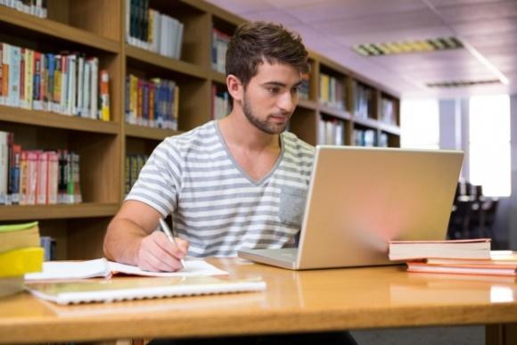 É possível baixar os cadernos pela internet. (Foto Ilustrativa)
