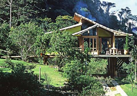 Casa de madeira com telhado lindo (Foto: Casa Abril)