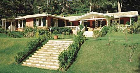Casa de madeira com escada de alvenaria (Foto: Casa Abril)