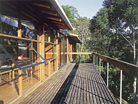 Casa de madeira com sacada (Foto: Casa Abril)