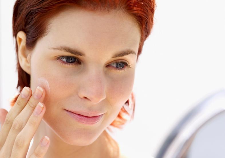 Mulheres se incomodam mais com a pele cheia de acne (Foto: M de Mulher)
