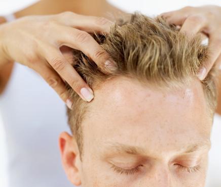 Cremes e massagens ajudam no tratamento (Foto: Veja/Abril)