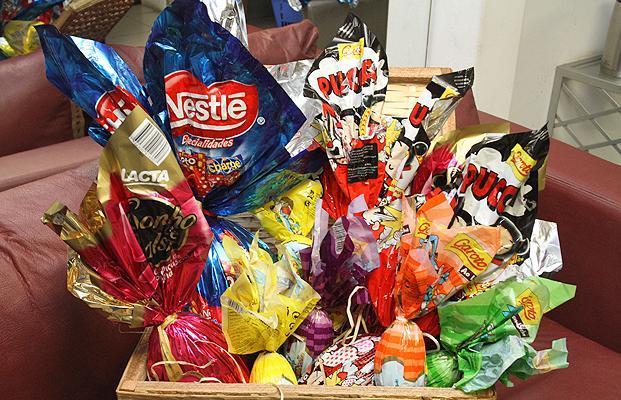 Como montar uma cesta de chocolates (Foto: Reprodução/Portal AZ)
