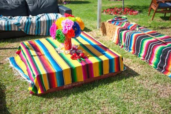 Lounge colorido. (Foto: Reprodução/Polkadotbride)
