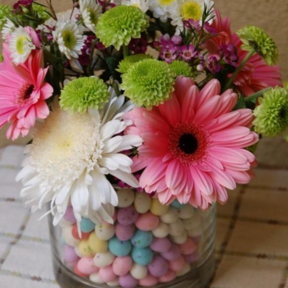 Arranjo com flores e ovos. (Foto: Reprodução/Ascrumptiouslife)