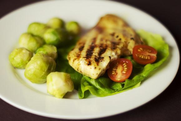 As carnes magras devem marcar presença no prato do leonino. (Foto Ilustrativa)
