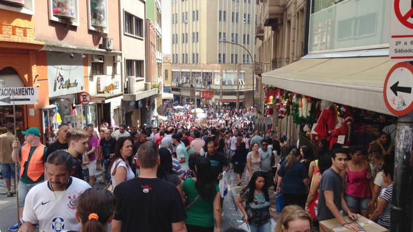 Rua fica lotada todos os dias (Foto: Exame/Abril)
