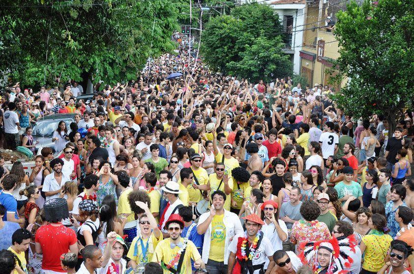 Bloco na Vila Madalena, em SP (Foto: Veja/Abril)