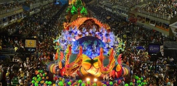 O Carnaval atrai turistas do mundo todo, e em Floripa não é diferente (Foto: MdeMulher)