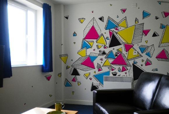 Grafismo na parede. (Foto: Reprodução/Benneale)