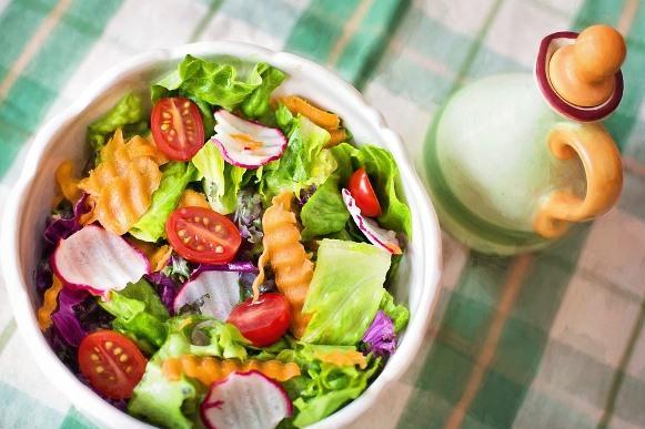 Faça as refeições nos horários certos. (Foto Ilustrativa)