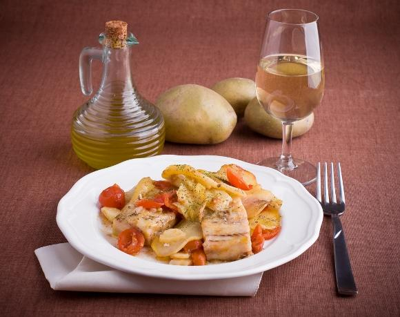 Bacalhau com batatas prontinho para servir. (Foto Ilustrativa)