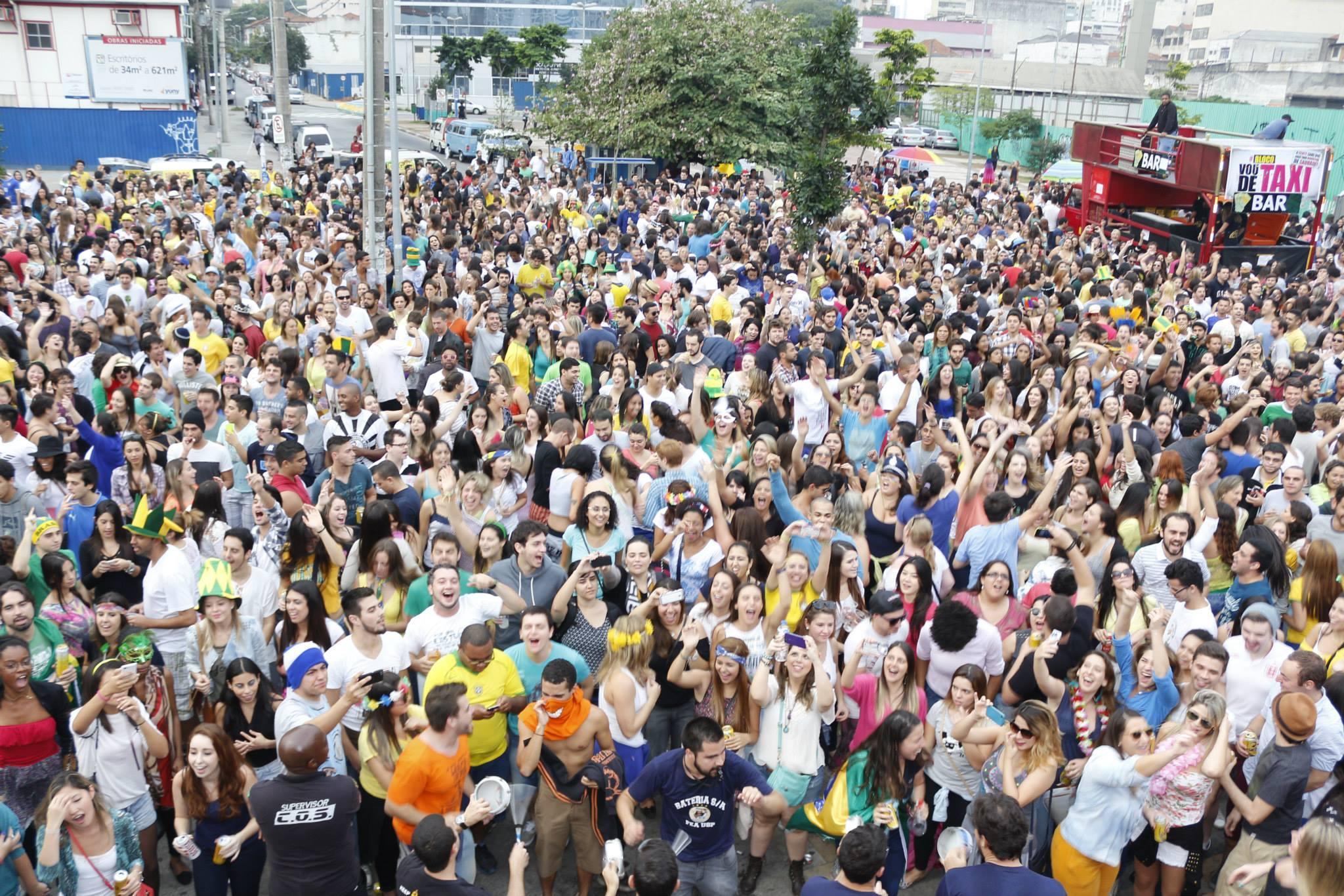 Blocos atrai milhares de foliões (Foto: Veja Rio/Abril)