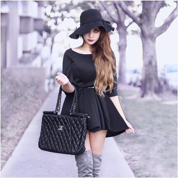 Vestido preto. (Foto: Reprodução/Look.nu)