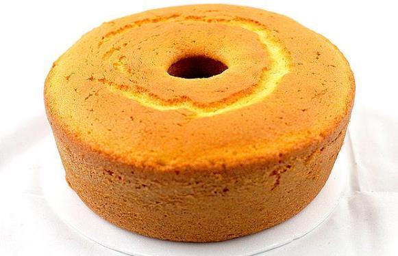 Depois de fazer o bolo, é só preparar a cobertura com goiabas. (Foto Ilustrativa)
