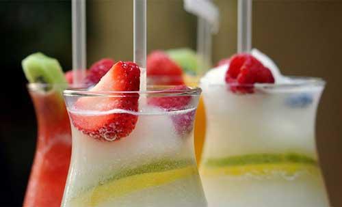 Copo com bebidas doces