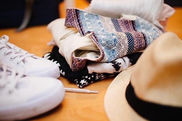 Na hora de elaborar o look, evite roupas justas e claras. (Foto Ilustrativa)