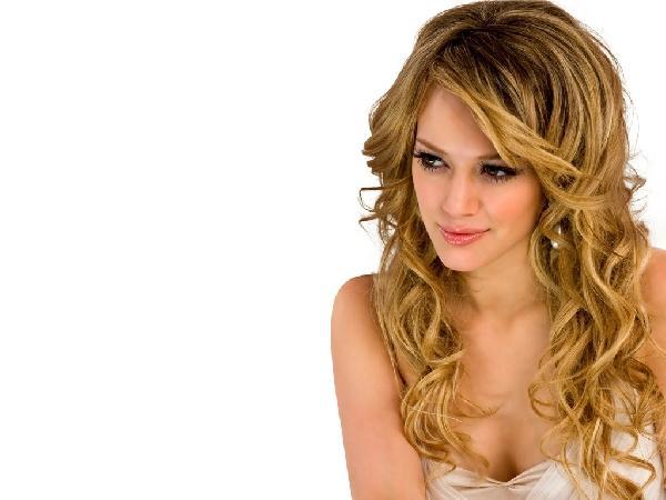 Muitas mulheres de cabelo liso adora cachear as pontas (Foto Ilustrativa)