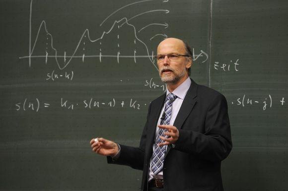 A maioria das vagas deve ser para professores (Foto Ilustrativa)