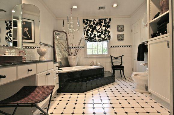 Banheiro decorado em preto e branco (Foto Ilustrativa)