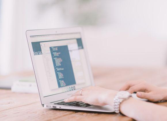 As redes sociais também são uma boa alternativa para pesquisar emprego online (Foto Ilustrativa)