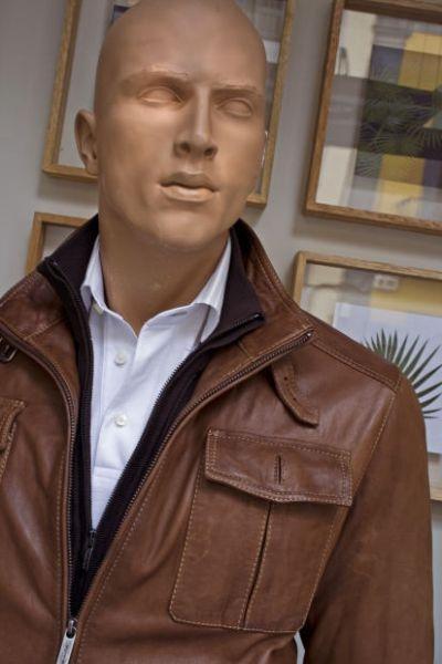 A jaqueta de couro está disponível em diferentes tonalidades (Foto Ilustrativa)