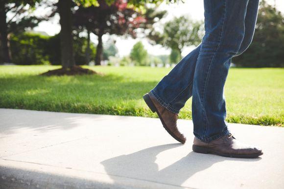 O jeans pode ser encontrado em diferentes tonalidades (Foto Ilustrativa)