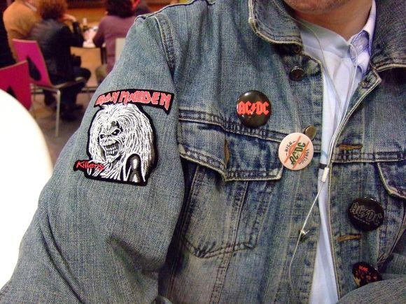 A clássica jaqueta jeans nunca sai de moda (Foto Ilustrativa)