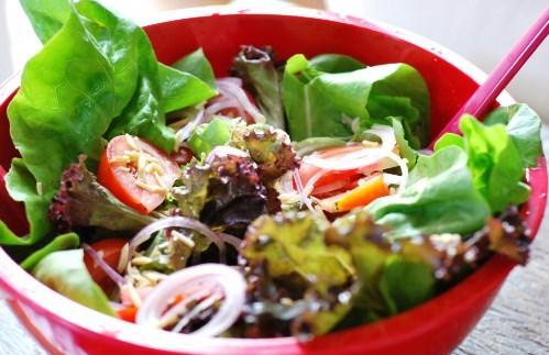 Salada sempre cai bem (Foto: Reprodução/Bolsa de Mulher)