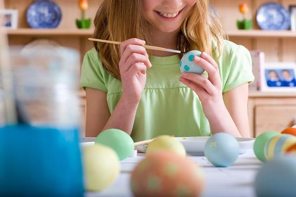 Você pode fazer brincadeiras com a casca do ovo, por exemplo (Foto: M de Mulher/Abril)