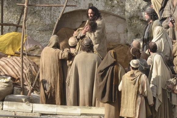 O remake tem Rodrigo Santoro como Jesus. (Foto: Reprodução/Paramount)