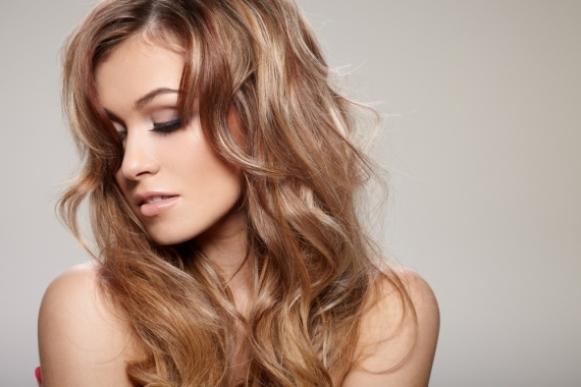 Hidrate o cabelo com luzes a cada 10 dias. (Foto Ilustrativa)