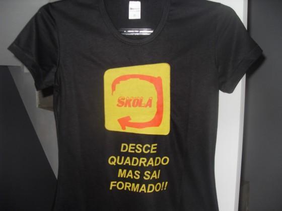 Existem vários modelos de camisetas de formatura (Foto: Reprodução/Brasil 10)