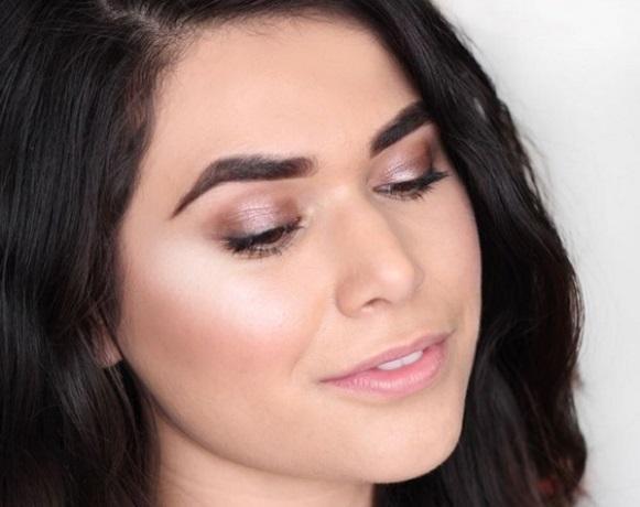 Chroming, nova técnica de maquiagem usada pelas celebridades. (Foto: Reprodução/ Stylishlook)