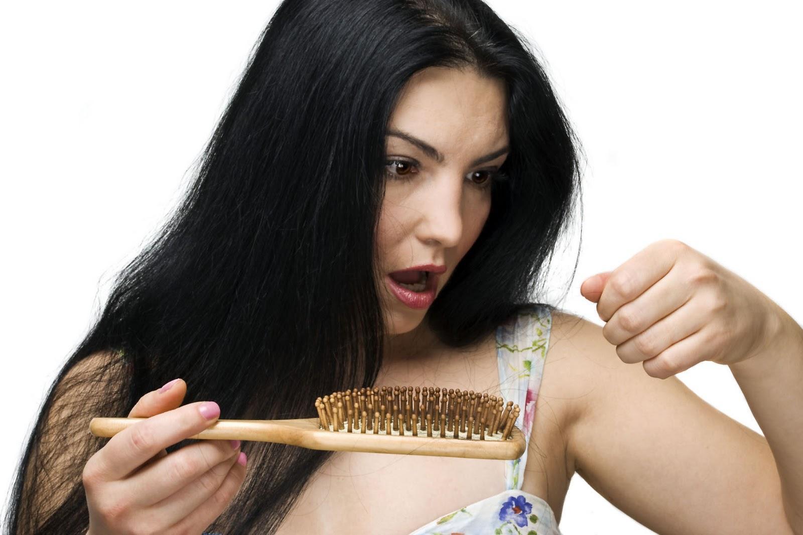 Mulheres também sofrem com queda de cabelo (Foto: M de Mulher/Abril)
