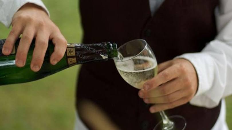 Pessoas viciadas em bebida também precisa se tratar (Foto: Exame/Abril)