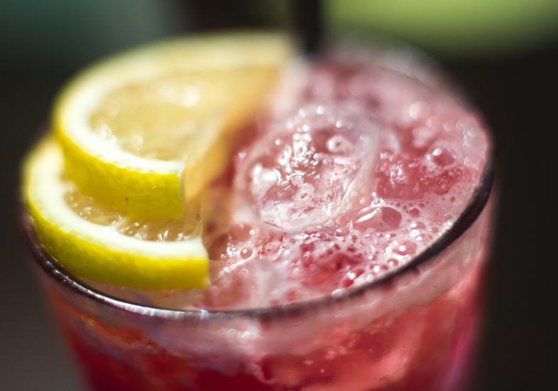 Capriche na finalização da bebida  (Foto: Reprodução/ M de Mulher)