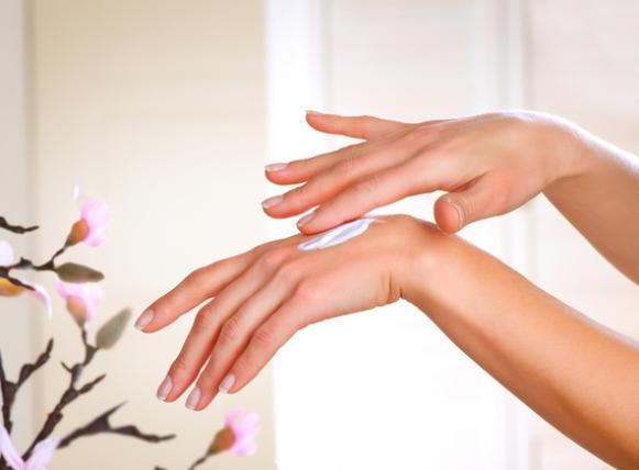 Use, diariamente, um creme hidratante para as mãos. (Foto Ilustrativa)