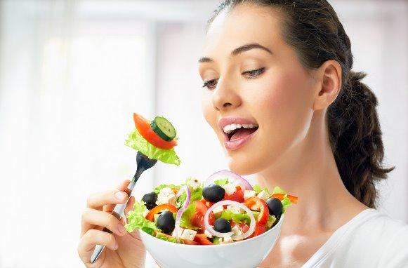 Uma alimentação balanceada ajuda a eliminar culotes. (Foto Ilustrativa)