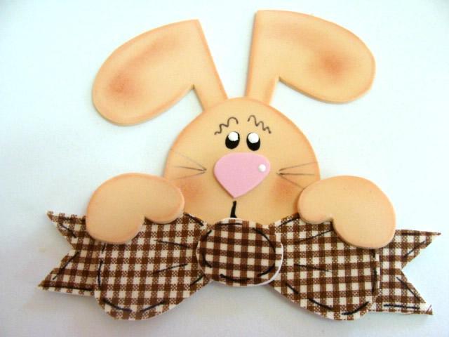 Pronto, você tem um coelho feito de EVA para decorar sua casa ou escola (Foto: Reprodução/Pinterest)