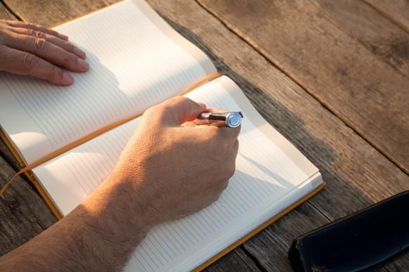 Organize os principais pontos do texto no papel. (Foto Ilustrativa)