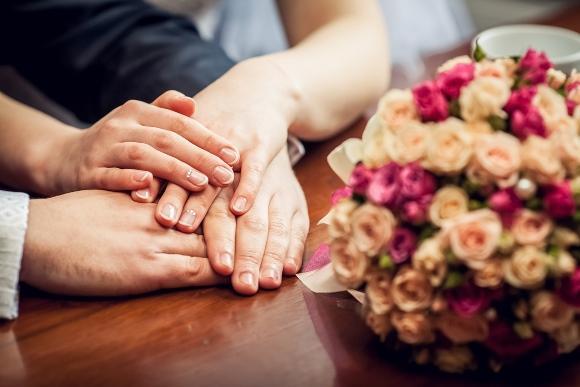Faça uma bonita declaração de amor junto com o pedido.(Foto Ilustrativa)