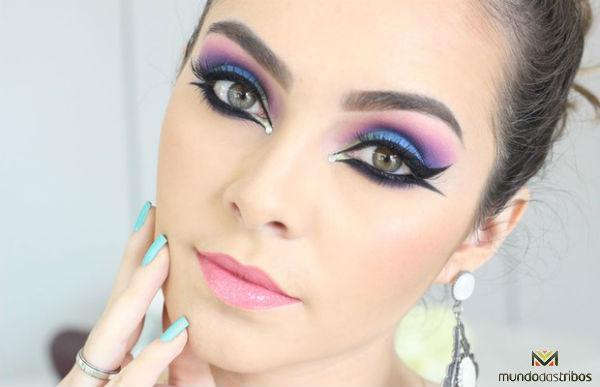 Você deve harmonizar seu look com sua maquiagem. (Foto: Site Joyaless)