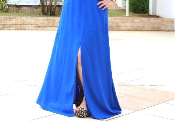 O vestido virou uma saia longa com fenda. (Foto Ilustrativa)