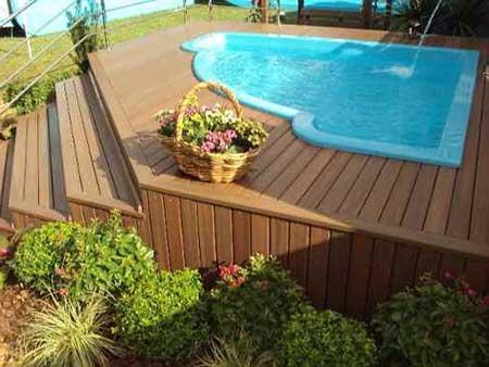 Deck para piscina (Foto: Blog Decoração)