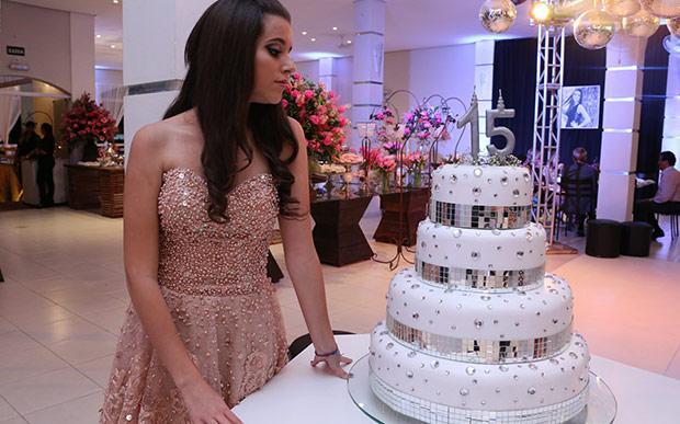 Bolo da festa de 15 anos (Foto: Capricho/Abril)