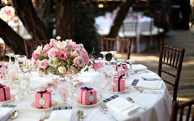 Mesa para convidados da festa de 15 anos (Foto: Capricho/Abril)