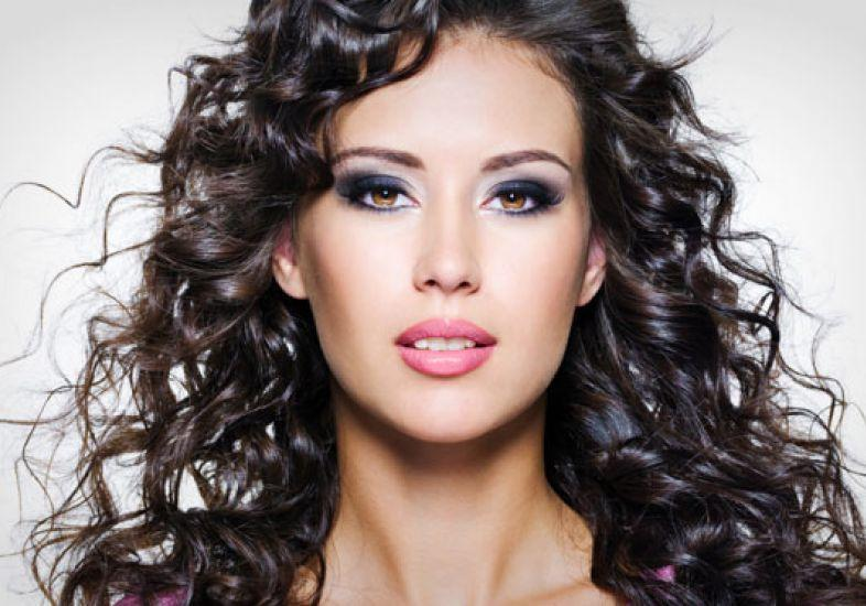 Use o fixador para penteados mais soltos (Foto: M de Mulher/Abril)